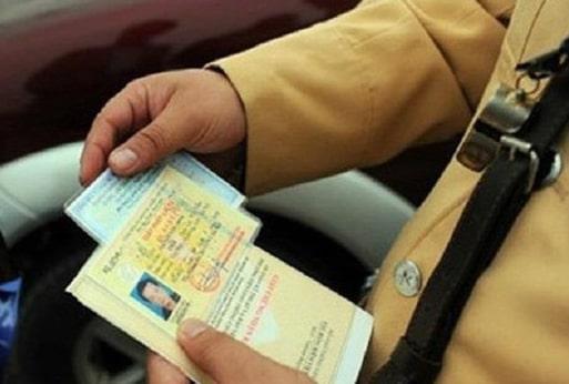 Công an giao thông kiểm tra bằng lái xe giả có mã QR như nào