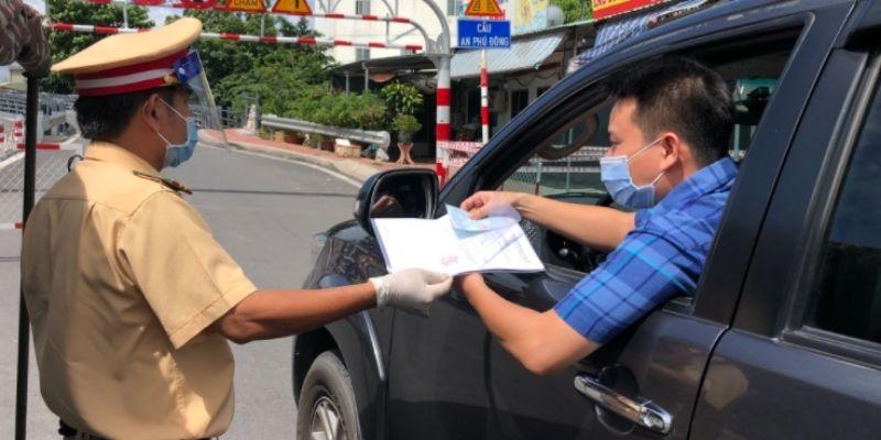 Giấy tờ để tài xế lái xe ô tô qua chốt kiểm dịch vào thủ đô Hà Nội